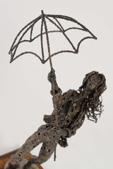Dancing in the rain - Size (cm): 42x38x71 - metal sculpture