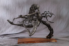 Against the tide - Size (cm): 91x68x72 - metal sculpture