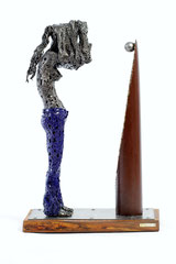 Look in the mirror - Size (cm): 43x26x67 (NOT AVAILABLE) - metal sculpture