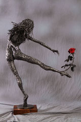 Fleeing perfection - Size (cm): 63x25x101 (NOT AVAILABLE) - metal sculpture