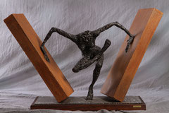 Beyond obstacle - Size (cm): 105x33x67 (NOT AVAILABLE) - metal sculpture