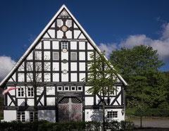 Traditionsgebäude mit zahlreichen Einzeldetails