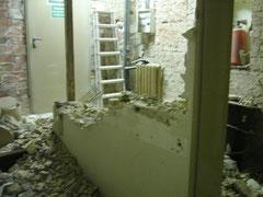 Treppenaufgang beim Abriß der Flurwand