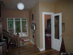 Treppenaufgang nachher: Treppe versetzt, Terrassentür und Gäste-WC eingebaut