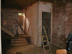Treppenaufgang mit Rohbau Gäste-WC