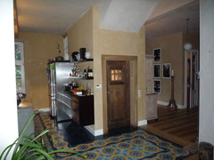 Kellereingang nachher: Tür versetzt und alte Eichentür verbaut
