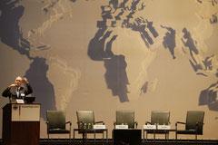 Umweltforscher Joseph Alcamo informiert im Auswärtigen Amt über neue Erkenntnisse zum Klimawandel