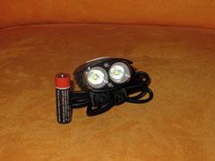 Lampenkopf von vorn mit AA-Batterie zum Größenvergleich; Foto: Fuchs