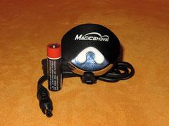 Lampenkopf - Sicht auf die Bedienknöpfe mit AA-Batterie zum Größenvergleich; Foto: Fuchs
