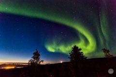 "Bild: aurora borealis at Gobblers Knob at the Dalton Highway, Alaska, ""the show begins"", www.2u-pictureworld.de"