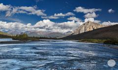 "Bild: river in Dietrich Valley, Alaska, ""dancing river""; www.2u-pictureworld.de"