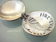 Schutzengel-Medaillon (Gr. L) mit gestempelten Engel aussen und einem Flügel innen (bitte mit angeben bei der Bestellung)