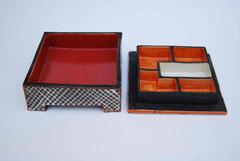 Pessachdose schwarz/rot geöffnet  9x22x22, 450€