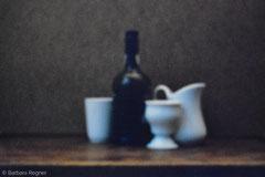 Flasche, weiße Kanne, weiße Becher 2007, Lochkamera, Diasec 30 x 40 cm