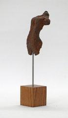 Miniatur-Torso aus Pappmache mit rostiger Eisenpatina - Größe ca: 19 cm - ohne Titel -verkauft-