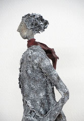 Große Skulptur aus Pappmache -  montiert auf Sockel aus geölter stabverleimter Eiche - Größe ca. 110 cm  - Titel: Bohème -verkauft-
