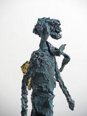 Engel-Skulptur aus Pappmache mit Bronzepatina und Blattgold  - montiert auf  geölte Eiche - Größe ca. 44 cm  - ohne Titel -verkauft-