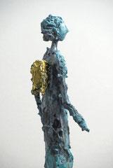Figur aus Pappmache mit Bronzepatina und Blattgold  - montiert auf  geölte Eiche - Größe ca. 39 cm  - ohne Titel -verkauft-