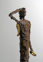 Figur aus Pappmache mit Eisenpatina und Blattgold (Detail) - montiert auf geölte Eiche - Größe der Skulptur: ca. 69 cm - Titel: Am Himmel -verkauft-