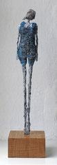 Figur aus Papiermache - montiert auf Sockel aus geölter Eiche - Größe ca. 40 cm  -  Titel: Nachschauen ... -verkauft-