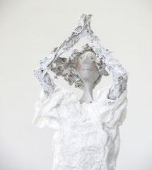 Schlichte, weiße Skulptur aus Pappmache- montiert auf geölten Sockel aus Eiche - Größe ca. 50 cm  - Titel: Der Baum oder verwurzelt sein-verkauft-