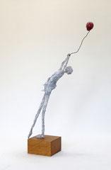 Skulptur aus Pappmache - montiert auf geölten Sockel aus Eiche - Größe ca. 52x22x16 cm (HxBxT)  - Titel: Davongetragen III