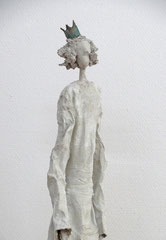 Große Königin-Skulptur aus Pappmache -  montiert auf Sockel aus geölter stabverleimter Eiche - Größe ca. 115 cm  - Titel: Nördliche Krone -verkauft-