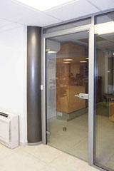 Porte Clarite dans cloison vitrée