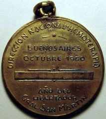 6. Dorso Medalla Conmemorativa del Primer Congreso Argentino de Hematología y Hemoterapia. Buenos Aires. 2 al 8 de Octubre de 1950.