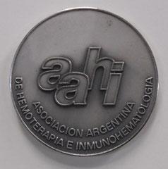 14. Frente Medalla Honorífica, con motivo de su paso a Socio Vitalicio AAHI. Gentileza MEGA: Museo de la Emigración Gallega en la Argentina.
