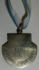 15. Dorso Medalla Honorífica con eslabón. PEDRON DE HONRA al Dr. Antonio Perez Prado, 1996. Gentileza MEGA: Museo de la Emigración Gallega en la Argentina.