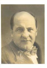 Foto Escultor Luís Perlotti, autor de las Medallas del Dr. Luís Agote.