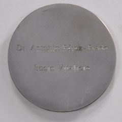 14. Dorso Medalla Honorífica, con motivo de su paso a Socio Vitalicio AAHI. Gentileza MEGA: Museo de la Emigración Gallega en la Argentina.