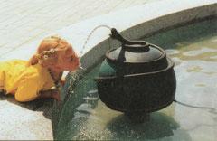 Trinwasserspendende Schlangenkugel