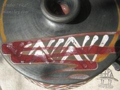 15-21.  Керамический горшок для запекания ручной работы.