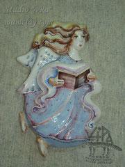 """2-07.  Майоликовое панно """"Ангел читающий""""."""