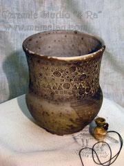 15-44.  Глиняная обварная посуда ручной работы.
