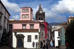 Funchal, Blick von der Avenida do Mar auf die Kathedrale Sé, 1514