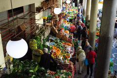 Funchal, Mercado dos Lavradores, Obst- und Blumenstände