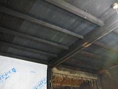 塗装した杉板で補修