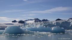Blaues Gletschereis und Gletscherabbruchkante