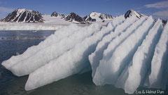 Gletschereis geformt vom Wasser