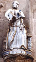 Statue de St Pierre avant restauration