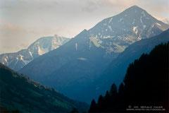 Ausblick von Rauris: der Felszahn im Hintergrund ist der Hoher Sonnblick, 3106 m.