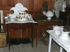 Meuble de toilette plateau peint faux marbre