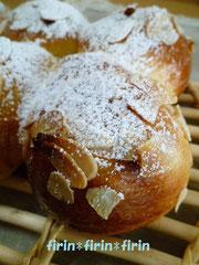 ① 「アーモンドパン」