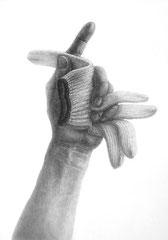 デザイン会社就職者作品(手とモチーフの構成デッサン)