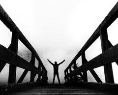 Selbst mit Brücke