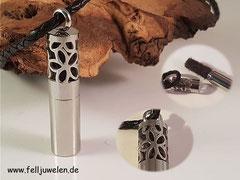 Bild 4: Edelstahlanhänger mit einem Drehverschluss, gefüllt mit einem Fellstrang. Preis: 52 Euro Band auf Nachfrage