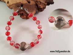 Bild 15: Ein Glasherz 15mm gefüllt mit Katzenhaaren, Crackelperlen und zierliche silberne Zwischenperlen. Preis: 38 Euro